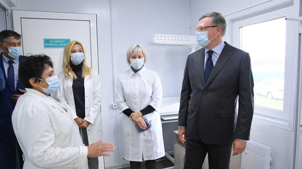 Александр Бурков лично убедился, что жителям села будет оказана качественная медпомощь