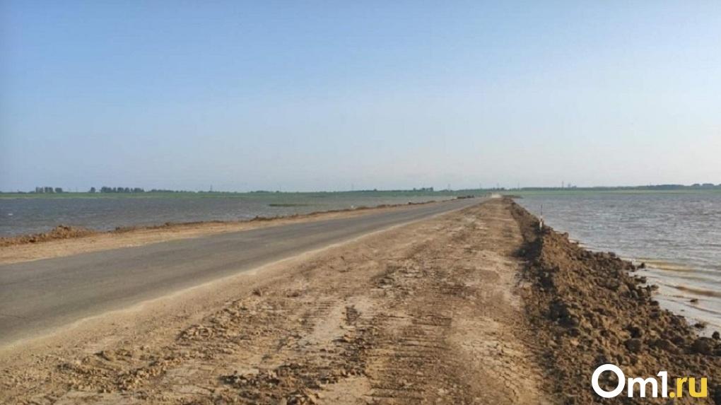 Минстрой прокомментировал ремонт дороги под Омском, которая может уйти под воду следующей весной