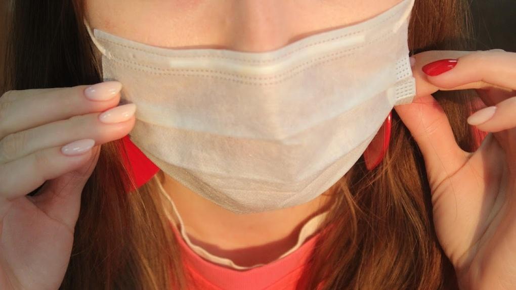 В Омске коронавирусом чаще всего болеют молодые женщины