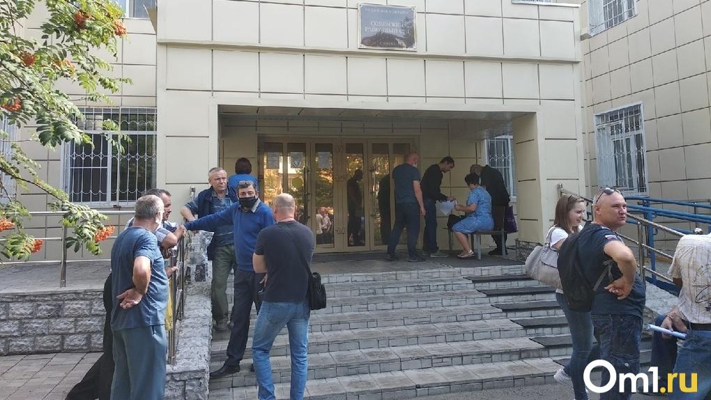 «За два года не получил ни копейки». В Омске начался суд над директором, который задолжал 42 млн рублей