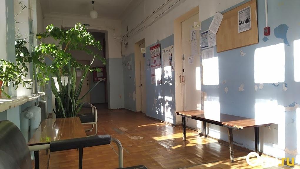 Александр Бурков признал, что омичей вынудили лечиться в частных клиниках