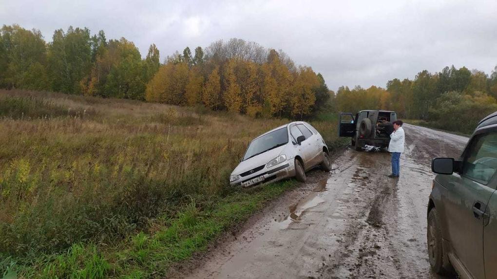 Дошли до власти: жители новосибирского села написали губернатору и прокурору по поводу дороги-убийцы