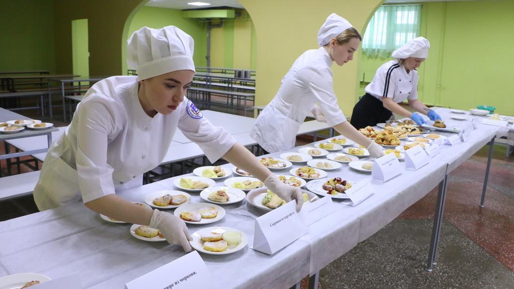 Каша в голове: щедрый подарок – 5 руб на обеды для омских школьников – оказался прошлогодним