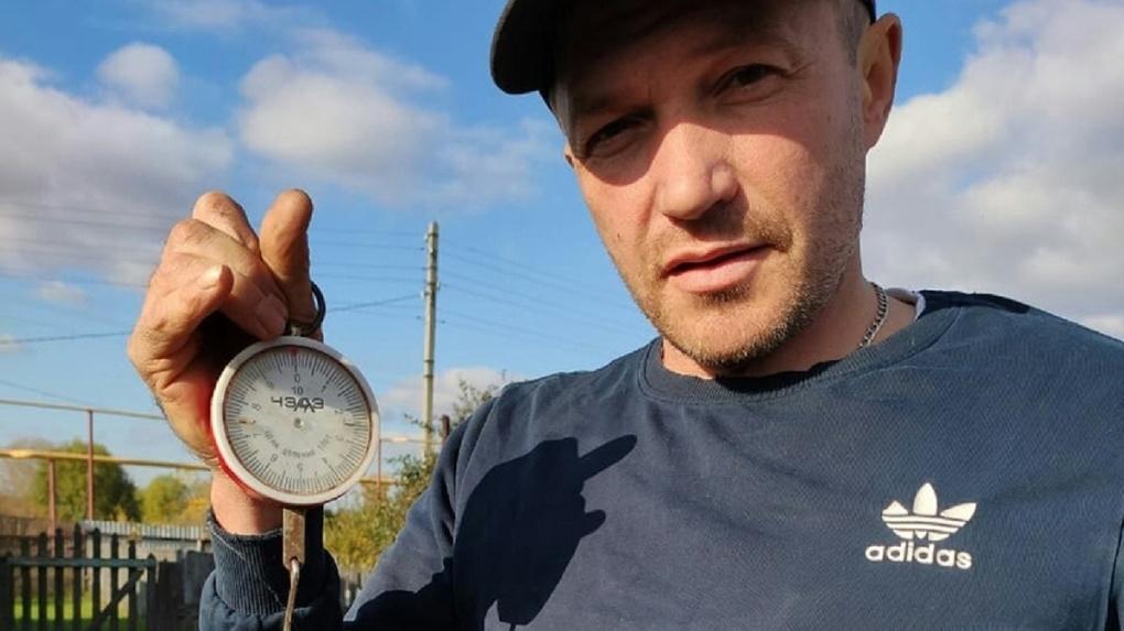 Новосибирец поймал огромную 10-килограммовую щуку