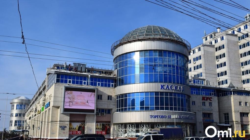 В Омске эвакуировали два крупных торговых центра