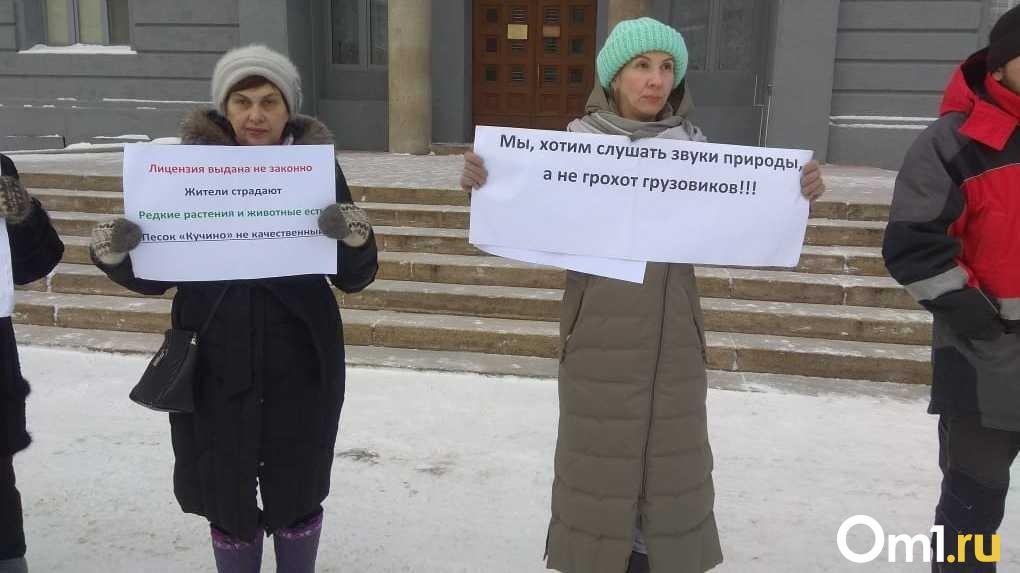 «Это настоящий геноцид»: защитники кучинского болота не прекращают пикетировать в центре Новосибирска