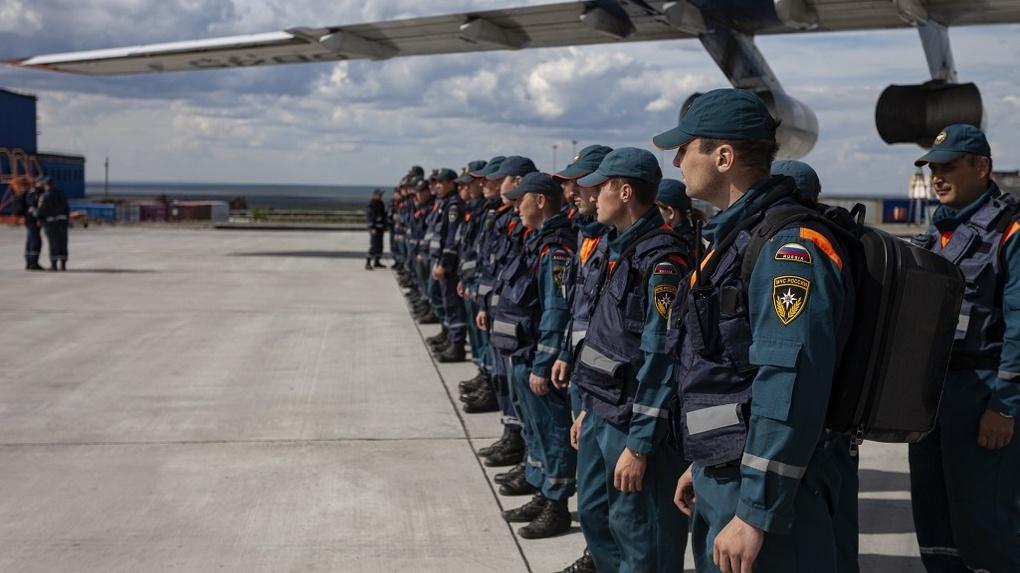 Новосибирские спасатели вернулись с ликвидации нефтяного ЧС в Норильске