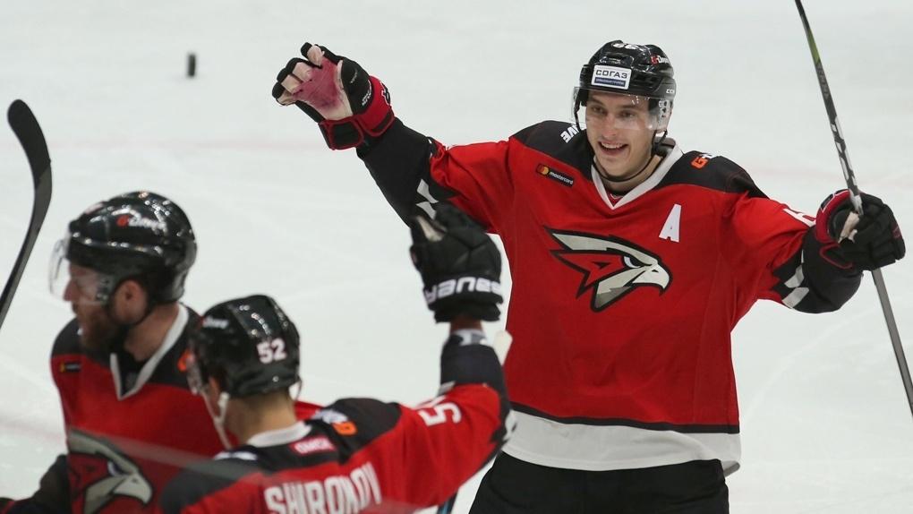 «Пора грядки копать». Экс-хоккеист «Авангарда» Михеев мечтает вернуться в Омск