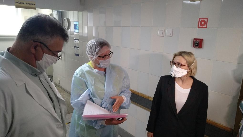 Комиссия Минздрава проверила наличие средств индивидуальной защиты в больницах Новосибирской области