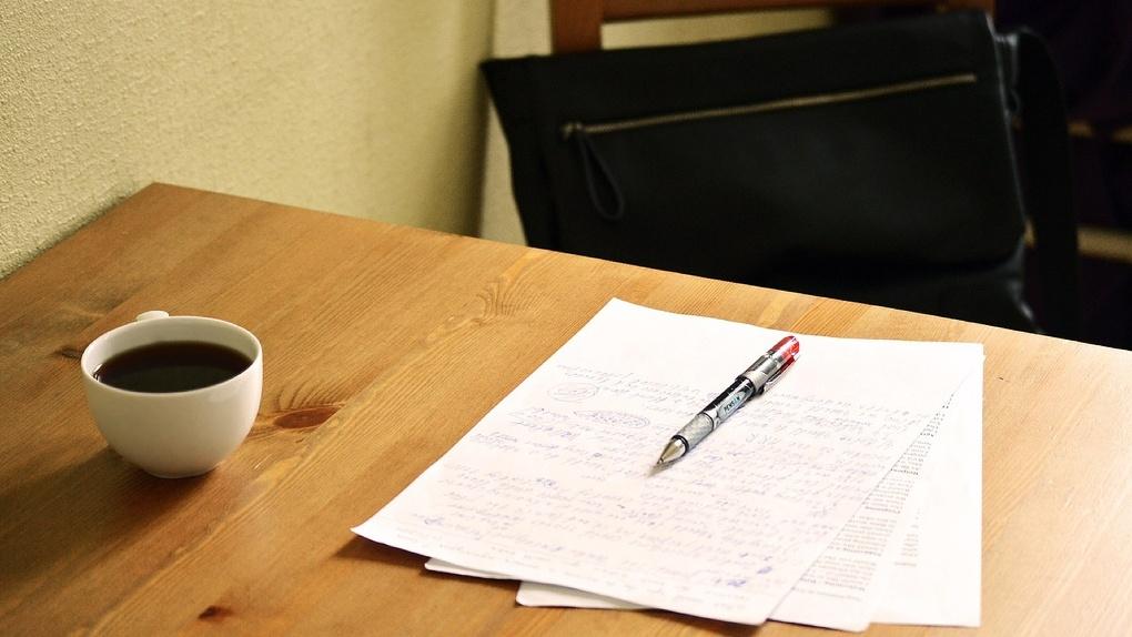 «Времени на личную жизнь нет»: омские учителя работают за двоих и все равно не получают среднюю зарплату
