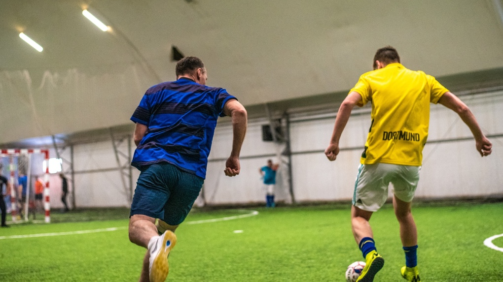 Новосибирский футбольный клуб требует с болельщиков деньги за новости о спортсменах