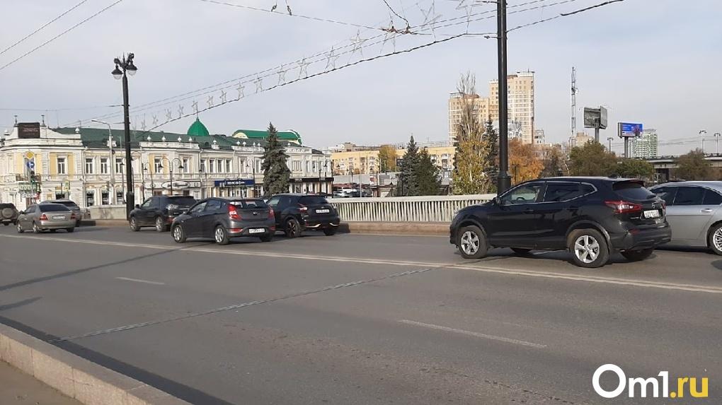 Из-за полос для общественного транспорта, в Омске могут запретить левые повороты