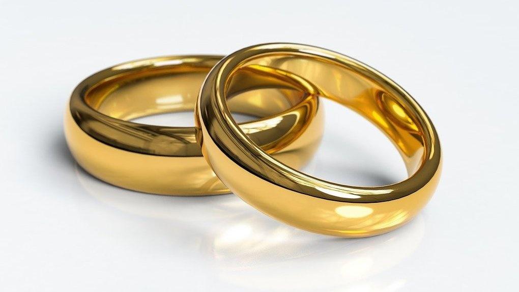 Житель Тюмени заплатил 20 тысяч, чтобы жениться на омичке