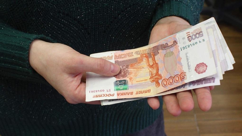 Новосибирский суд вынес приговор мошеннику, который через банкоматы сбывал фальшивые пятитысячные купюры