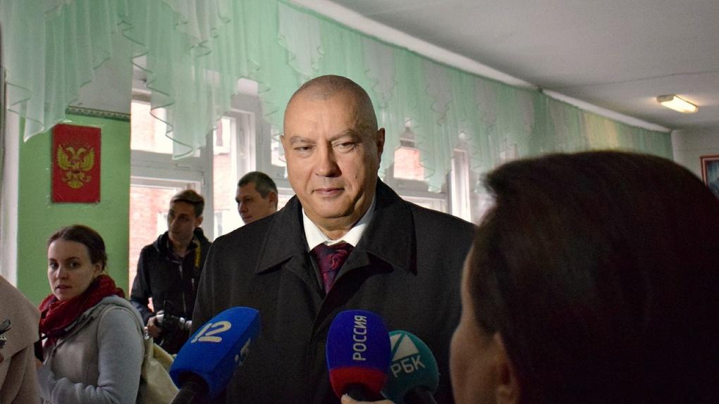 Фролов решил премировать чиновников омской мэрии более чем на 100 000 рублей