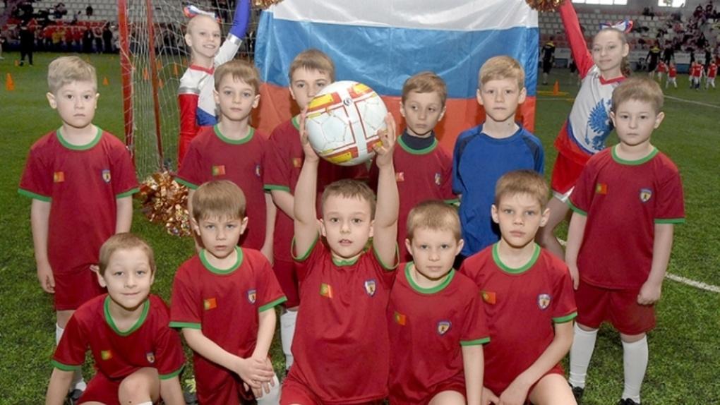 В Омске малыши сыграли в футбол в майках команд чемпионата мира