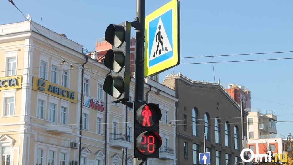 «Пробки, как в Новый год»: в Омске неправильно работает светофор