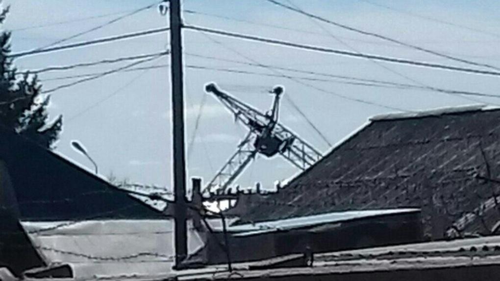 В Омске упал очередной башенный кран