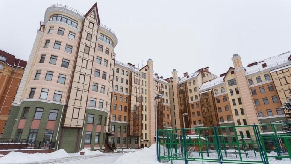В Омске по соседству с Бурковым можно купить квартиру с баней и зеркальной кухней за 25 миллионов