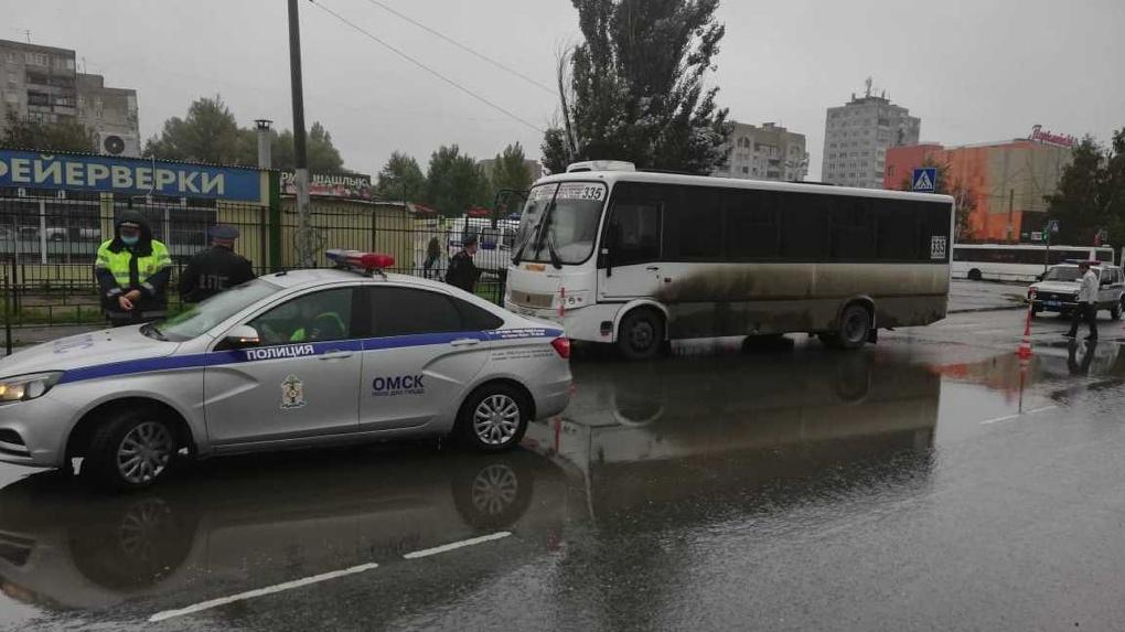 В Омске автобус насмерть задавил женщину на пешеходном переходе