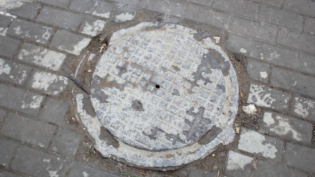 В омском МЧС прокомментировали историю омича, застрявшего в канализации