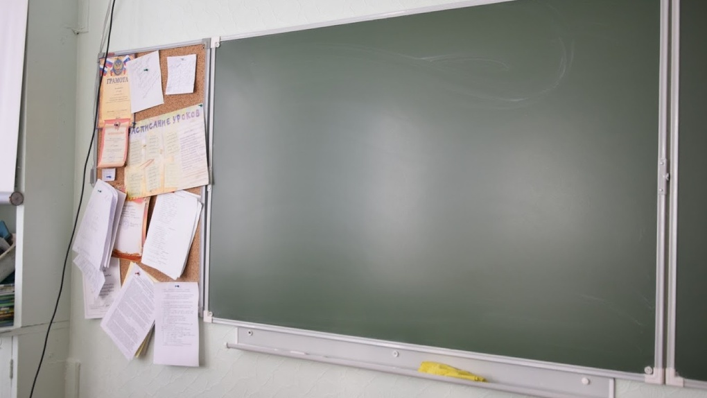 Без отопления и физкультуры: еще в одной омской школе выявили нарушения