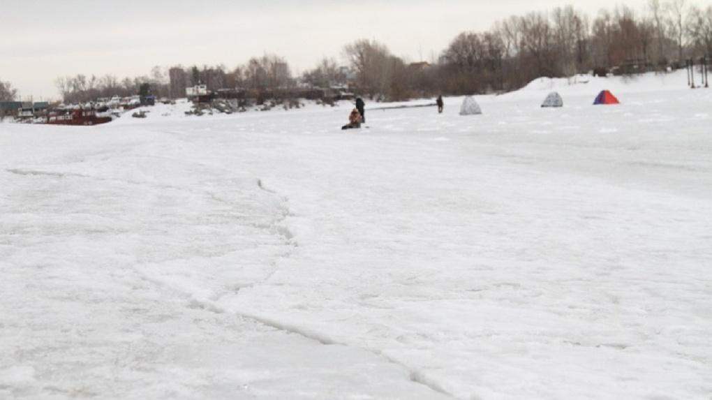 Опасно для жизни: сотрудники МЧС просят не выходить новосибирцев на лёд