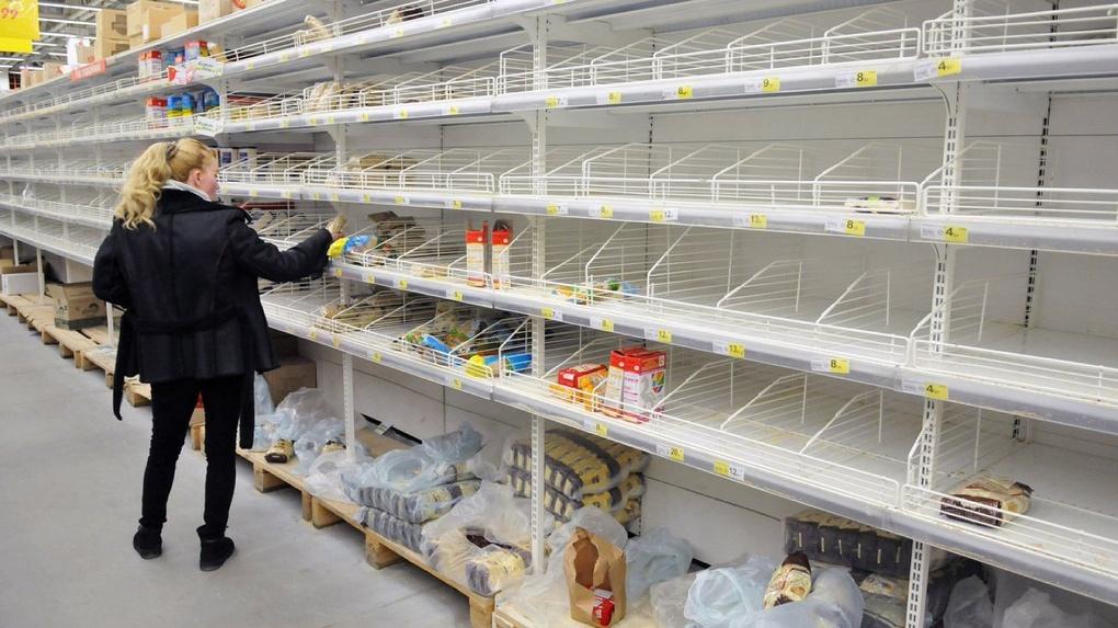 Прилавки омских магазинов могут опустеть