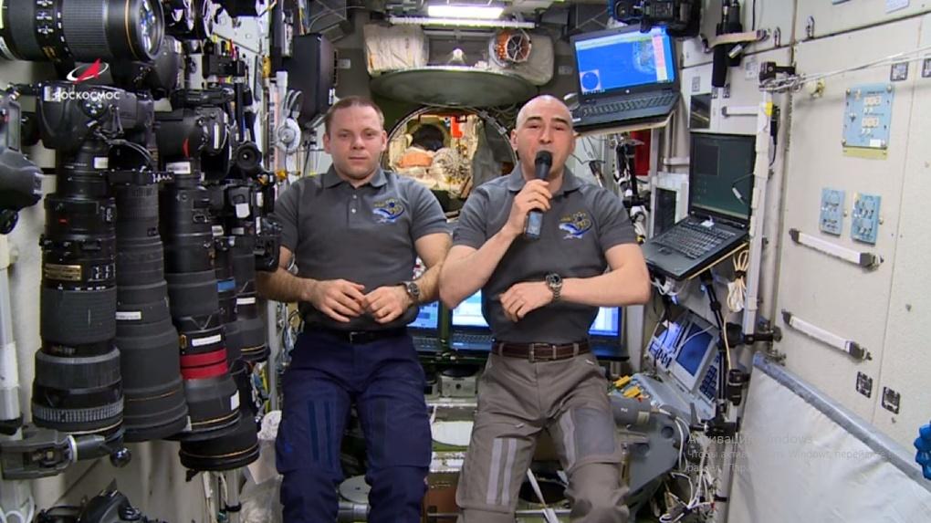 Сибиряк сделал видео обращение из космоса