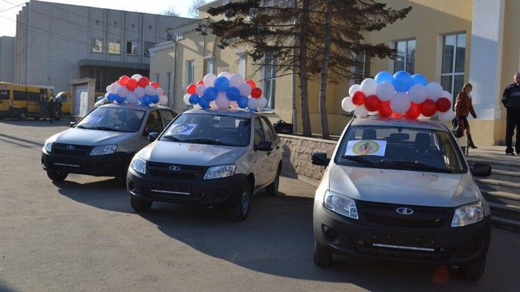 Омским педагогам подарят автомобили