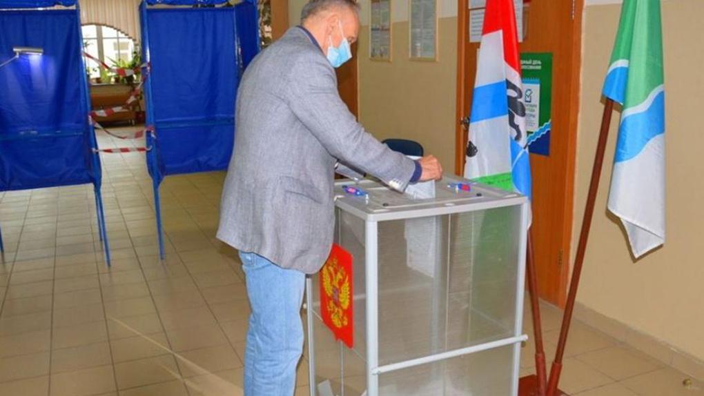 Первый вице-спикер новосибирского Заксобрания Андрей Панфёров проголосовал досрочно