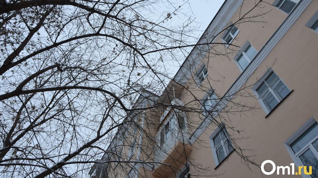 В Омской области прокуратура заставила чиновника сделать в квартире местного жителя ремонт