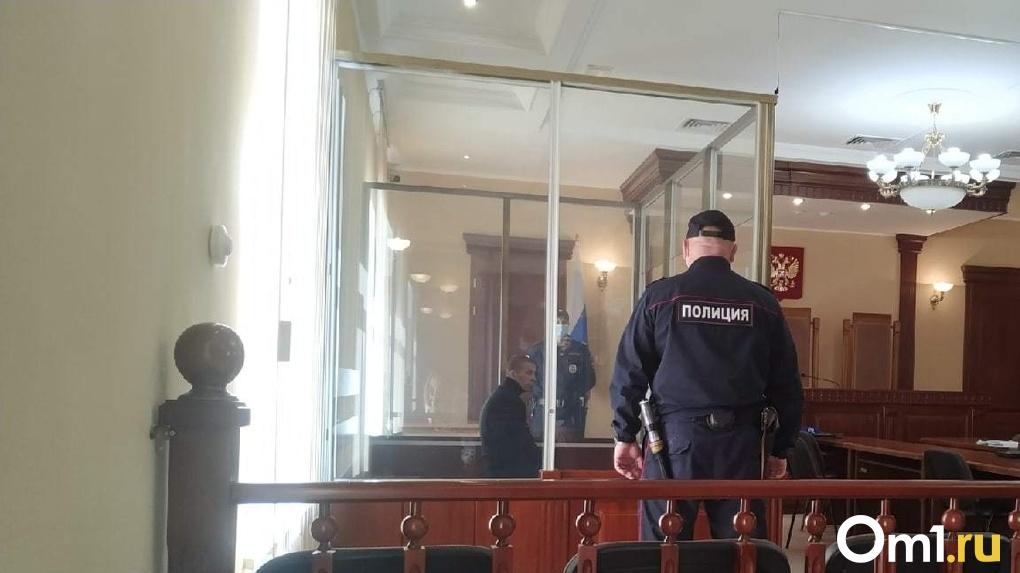 Жизнь 7-летнего ребёнка оценили в 500 тысяч рублей. Омичу вынесли приговор за убийство пасынка