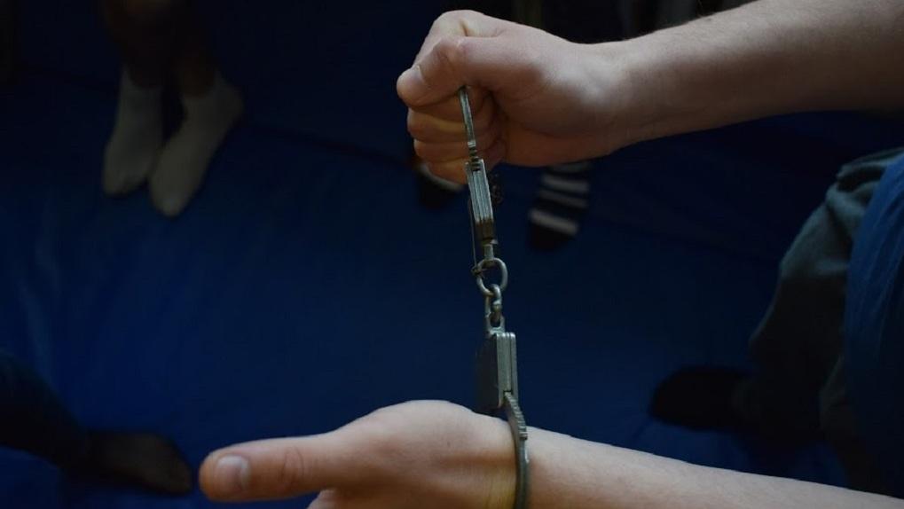 Житель Новосибирска получил пять лет колонии за экстремистскую татуировку на шее