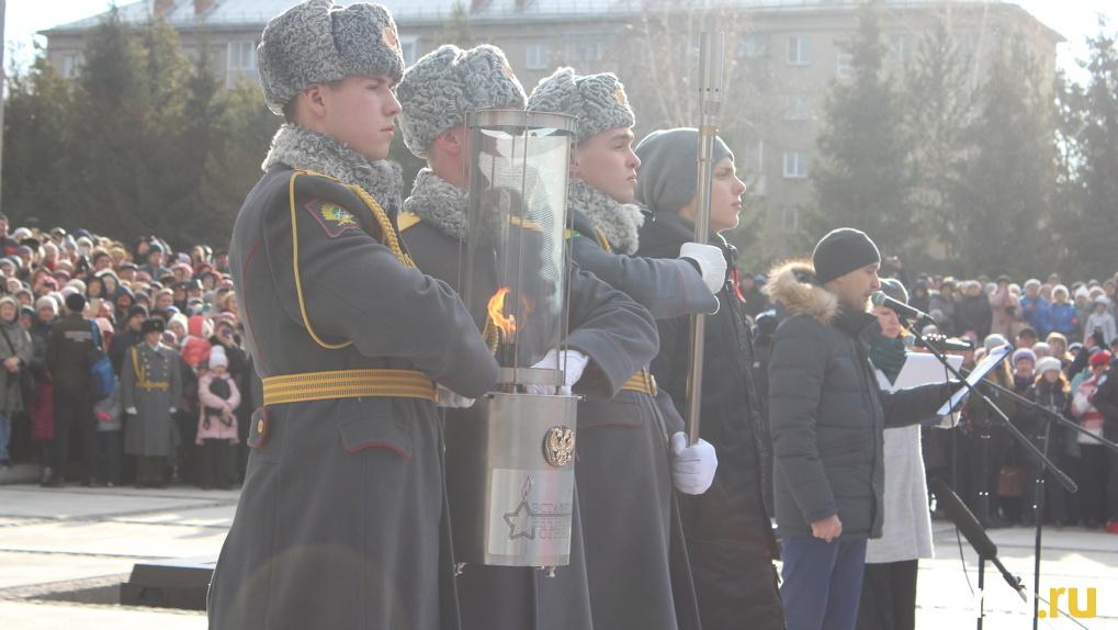 В Новосибирске начали ремонтировать чашу «вечного огня»