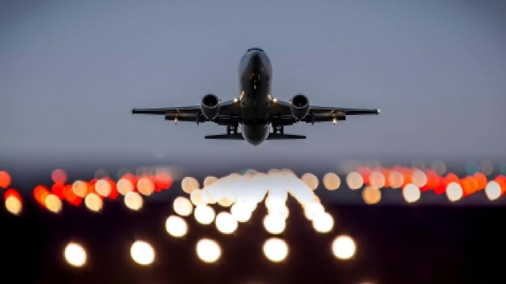 Из-за сильного снегопада в Москве задержаны рейсы в Омск