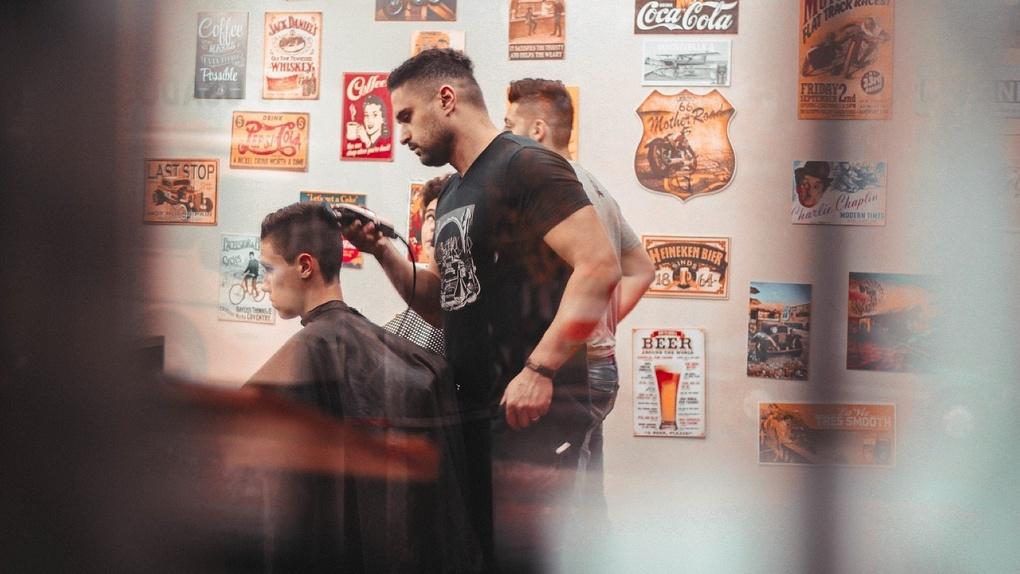 Официально: парикмахерские в Омске будут открыты с 1 мая. Торговые центры – нет