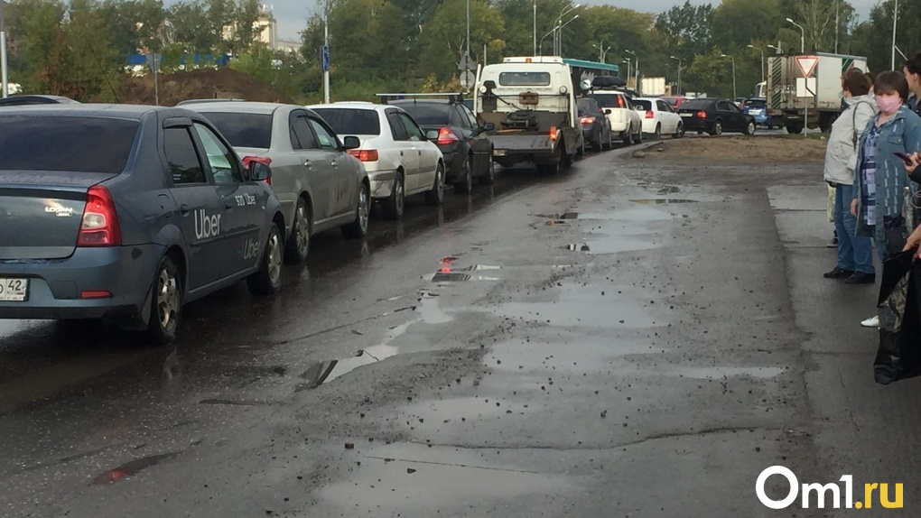 Из-за ремонта дорог новосибирцы застряли в девятикилометровой пробке на Бердском шоссе