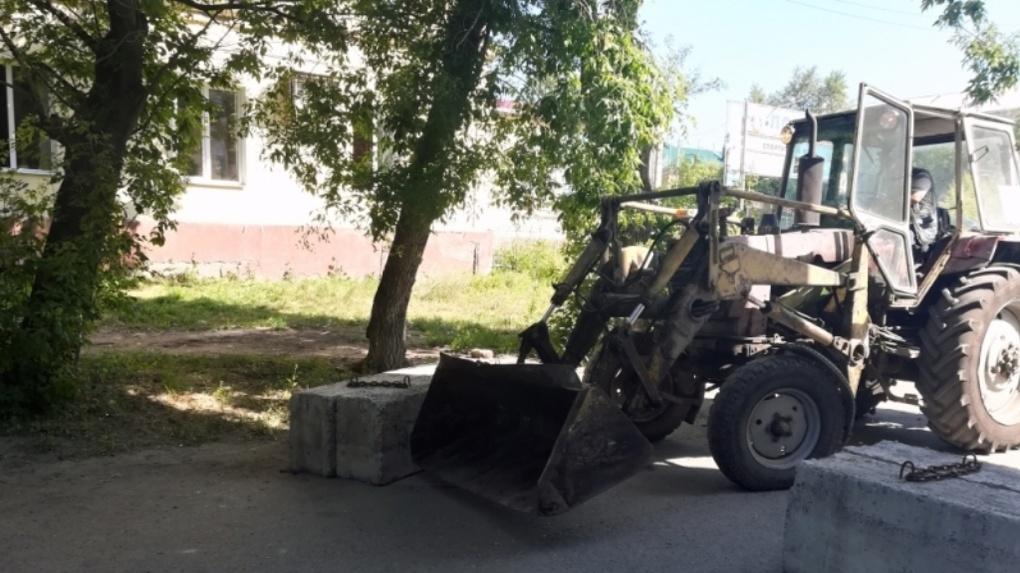 Омские спасатели убрали со дворов бетонные блоки, мешающие проезду
