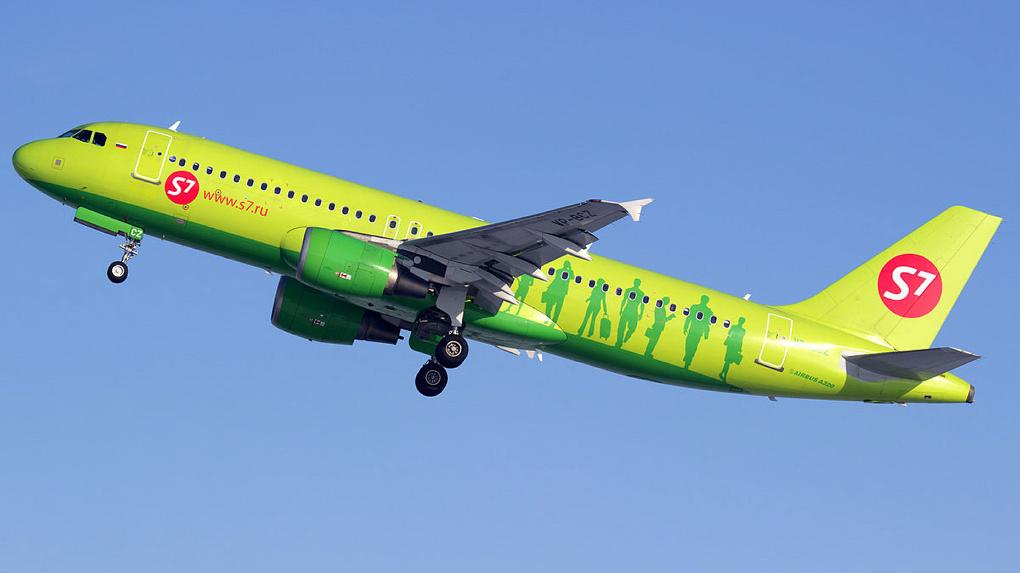 Самолет, который повредили при посадке инвалида в Омске, вылетел в Москву ночью