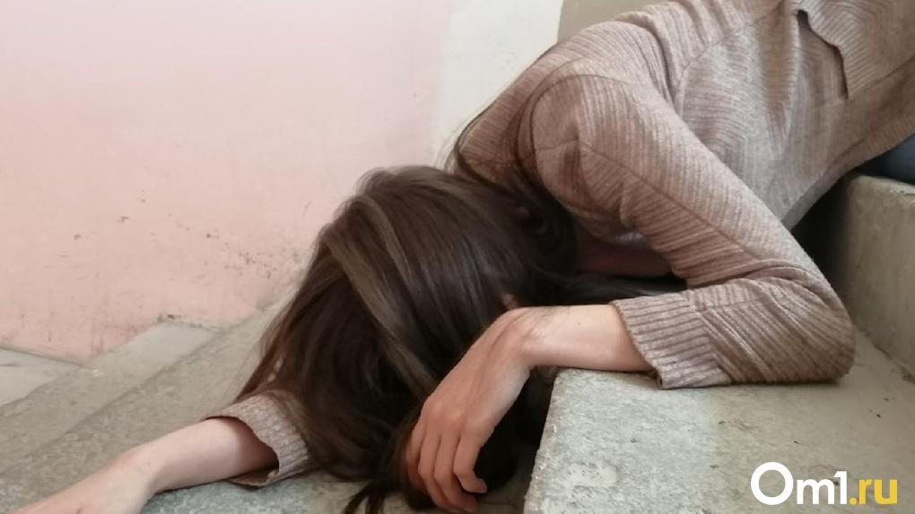 В Омске любовники-наркоманы издевались над маленькими девочками, избивая их и оставляя без еды