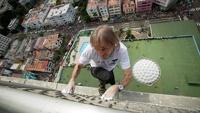 Француз без страховки залез на самое высокое здание Кубы