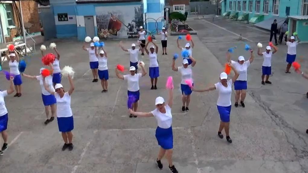 Новосибирские осуждённые провели флешмоб в поддержку российских спортсменов на Олимпийских играх (Видео)