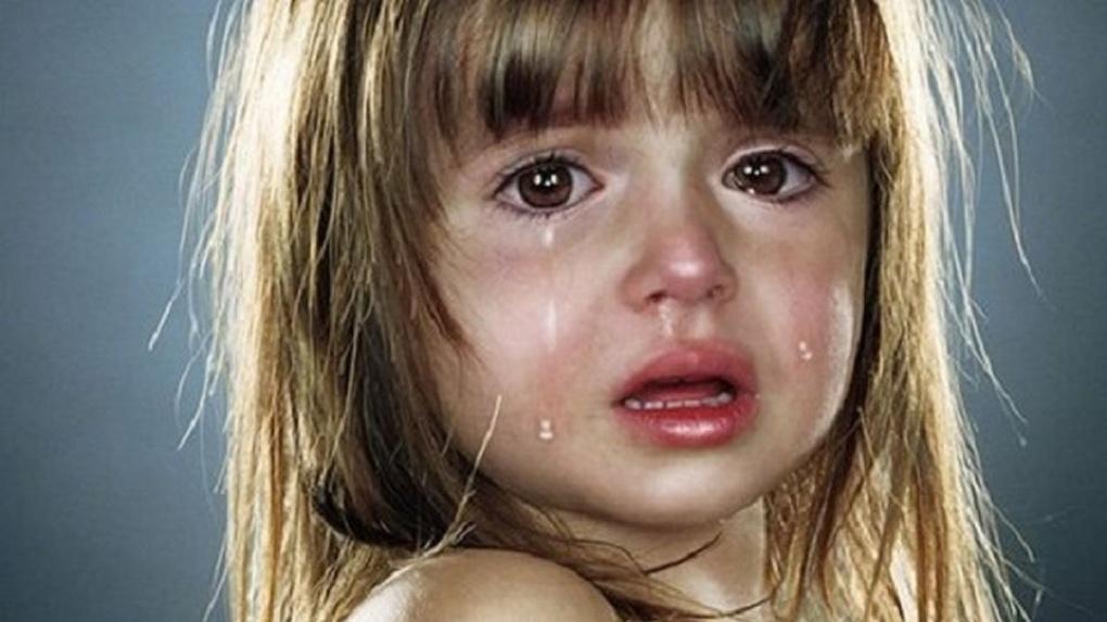 Многодетная мать из Омской области на протяжении трех лет истязала дочь, которой сейчас восемь