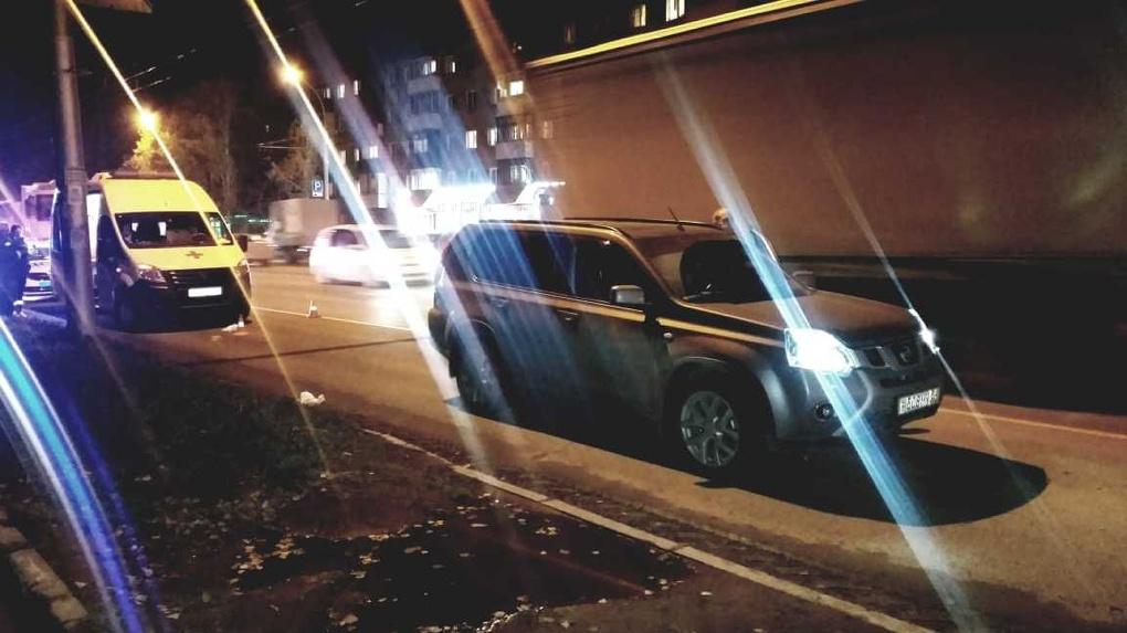 В Новосибирске неизвестный мужчина погиб под колёсами Nissan x-trail