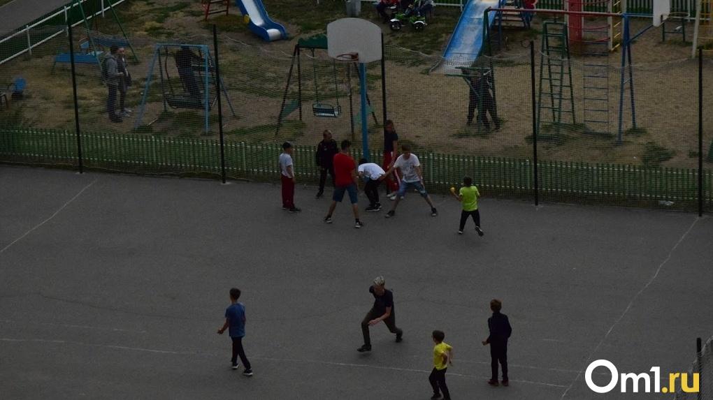 Школьники в Омске начали посещать кружки и спортивные секции