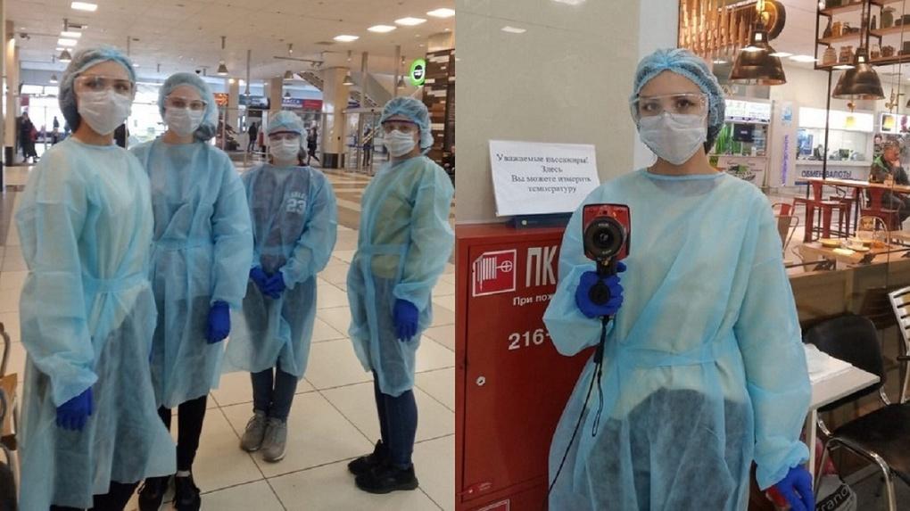 В новосибирском аэропорту Толмачево волонтеры измеряют температуру пассажирам