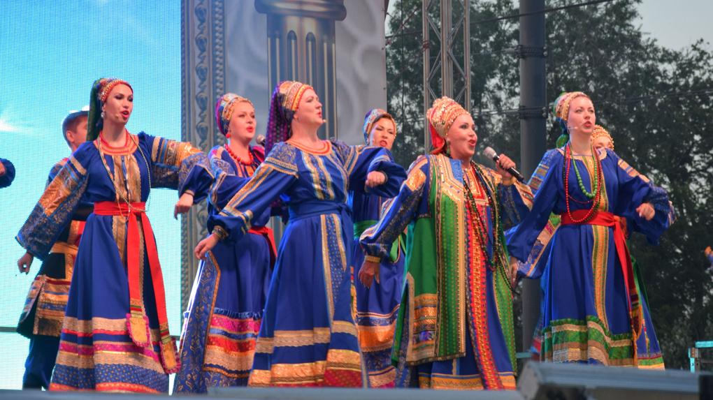Не ждали? На концерте Бабкиной в Омске толпа штурмовала сцену