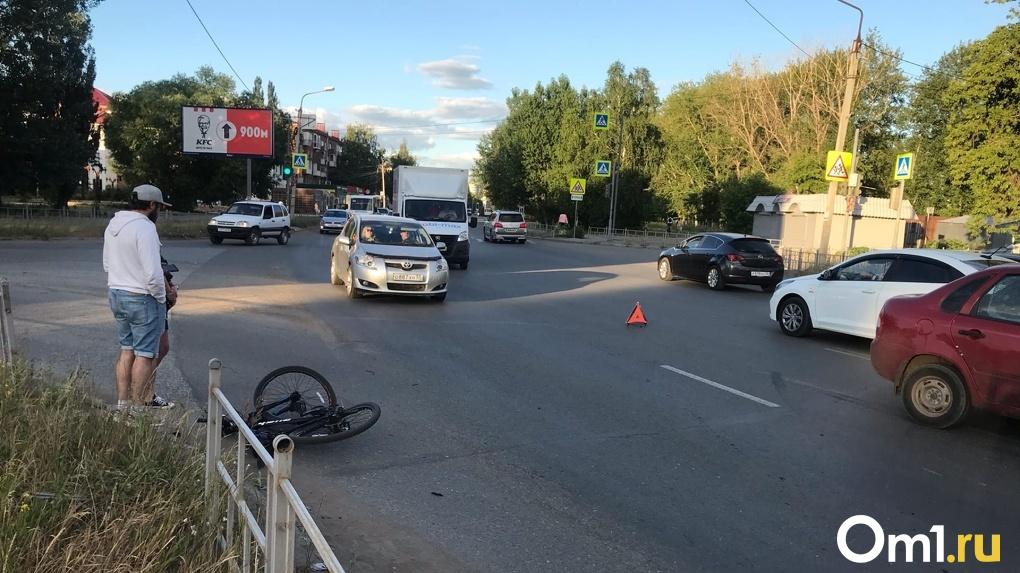 В Омске водитель «четверки» сбил велосипедиста