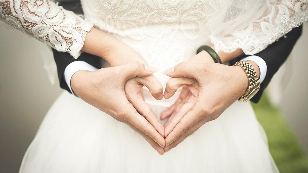 В новосибирские ЗАГСы не пустят женихов и невест до конца августа